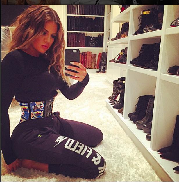 Khloé Kardashian pour Whatawaist