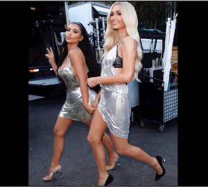 ruban adhésif décolleté astuce Kim Kardashian