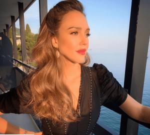 Jessica Alba produit cheveux honest beauty